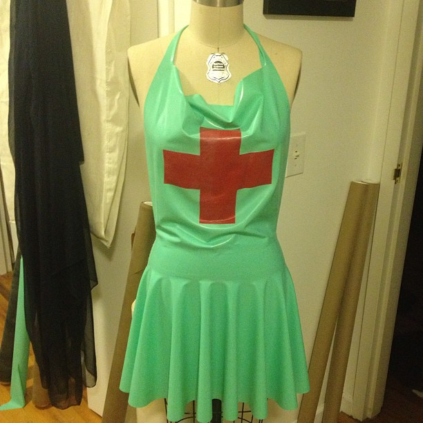 Custom #nurse #apron. #babyloveslatex #latex #latexfashion #latexnurse