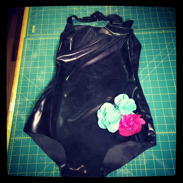 #BabyLovesLatex Vintage Bather with flowers. #latex #swimwear #bathingsuit
