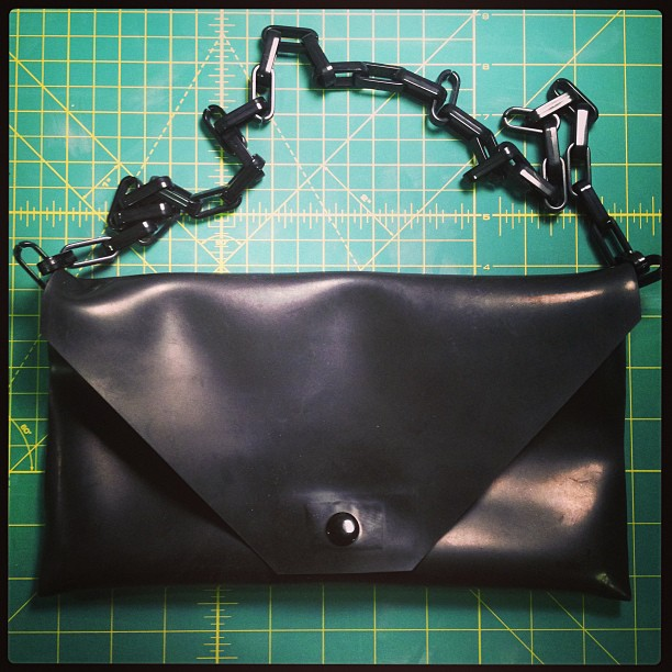 Latex clutch with detachable chain. #latex #clutch #chain