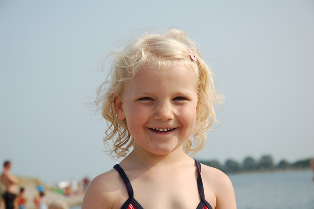 Frida Viola at the sea – this year she is swimming and swimming, and has no fear of water what so ever.