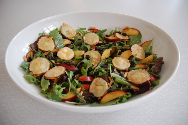Favourite salad at the moment: goat cheese, asparagus, nectarine, dried blueberries, pine nuts and green leaves.