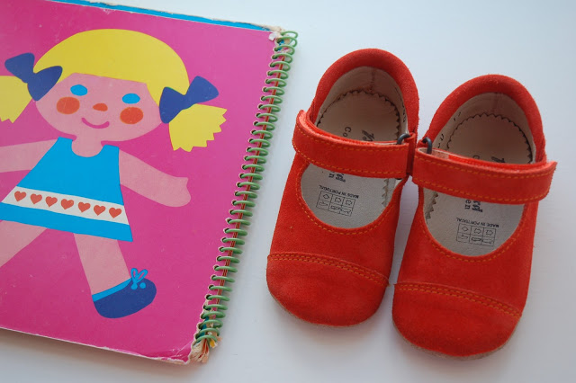 New little ballerinas for Molly in a beautiful summer colour and a nice book from my childhood in very bright colours.