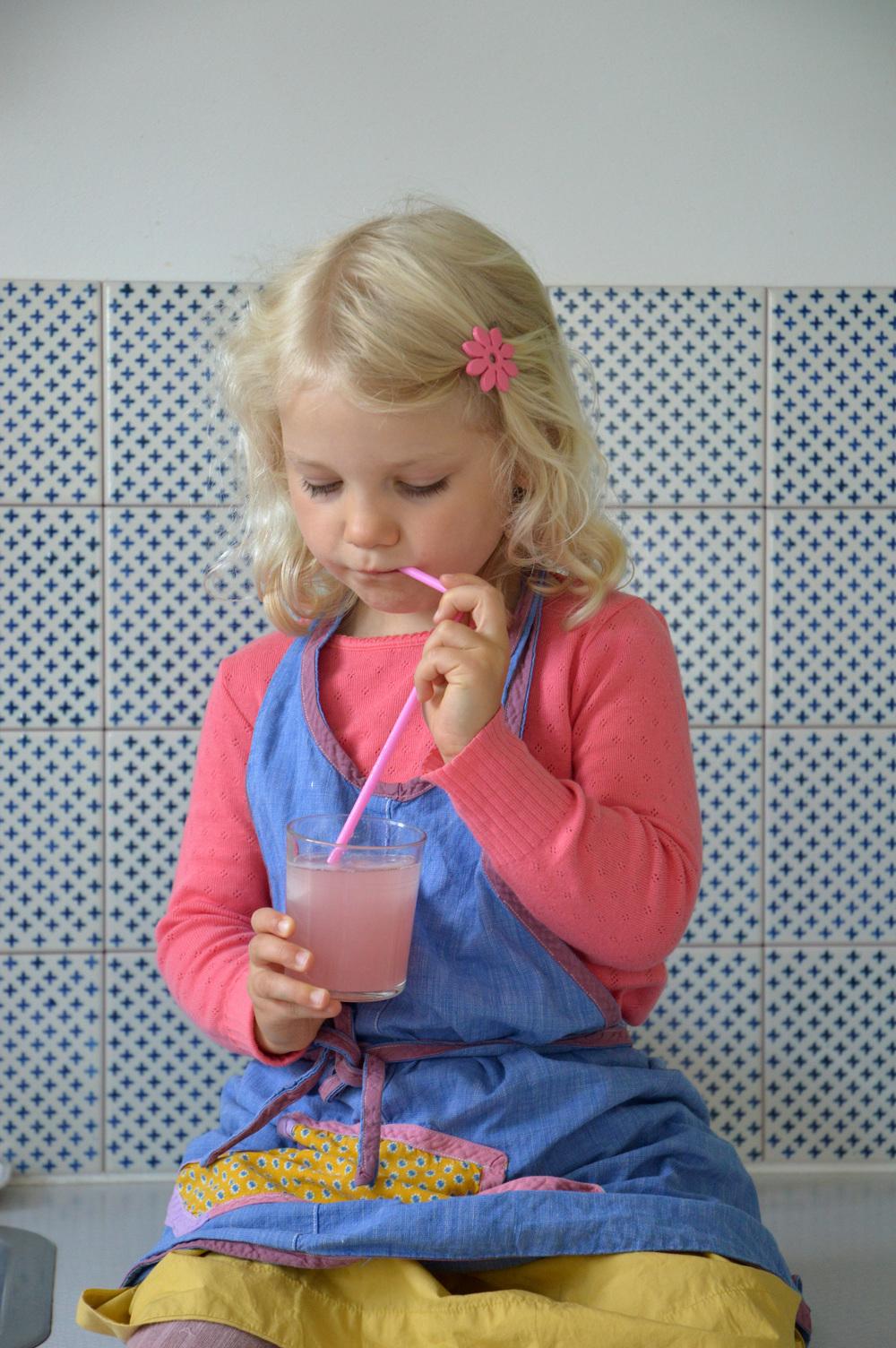 Bottled_rhubarb03.jpg