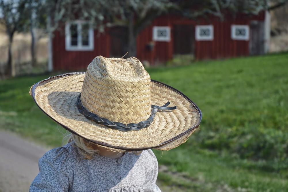 05-fridaviola-hat-02.jpg