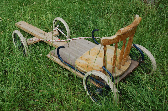 A really nice soapbox car we passed on our bike ride today - made out of an old pram and a chair seat. Would be nice to make something similar for the kids when we go toour Swedish houseduring the summer vacation.