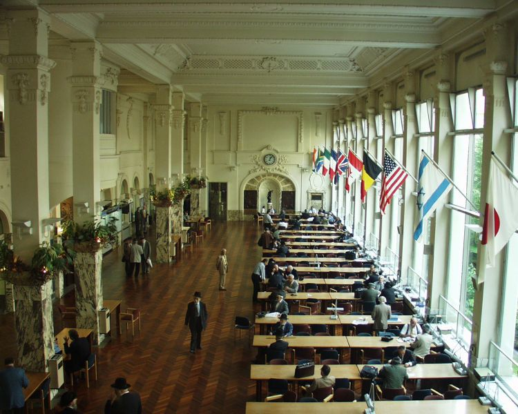 The diamond bourse in Antwerp, where Rapaport trained as an apprentice cleaver before returning to the US.