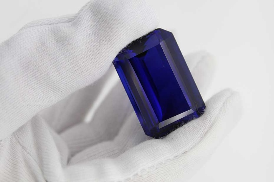 MAGICIANS GLOVES: Tanzanite from Richland's operations in Tanzania, which were sold to a private company, Sky Associates Group Ltd. Photo: Richland Resources