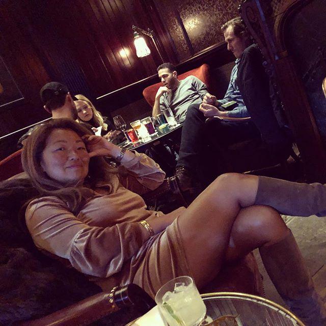 Lazy Saturday afternoon at the maker #goodtohaveakoreanfriend #makerloungehudson #saturdayafternoons #beingglam #hawaiitan #lovefireplaces #hudsonliving @chai_licious
