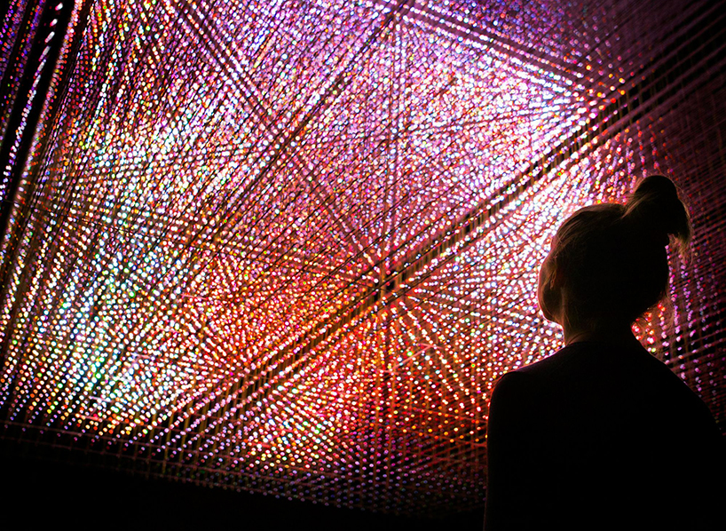 teamlab-living-digital-space-and-future-parks-pace-gallery-designboom-02.jpg