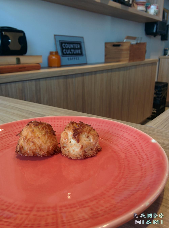 Cafe_Curuba_Coconut_Macaroon