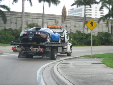 Miami_Car_Being_Towed