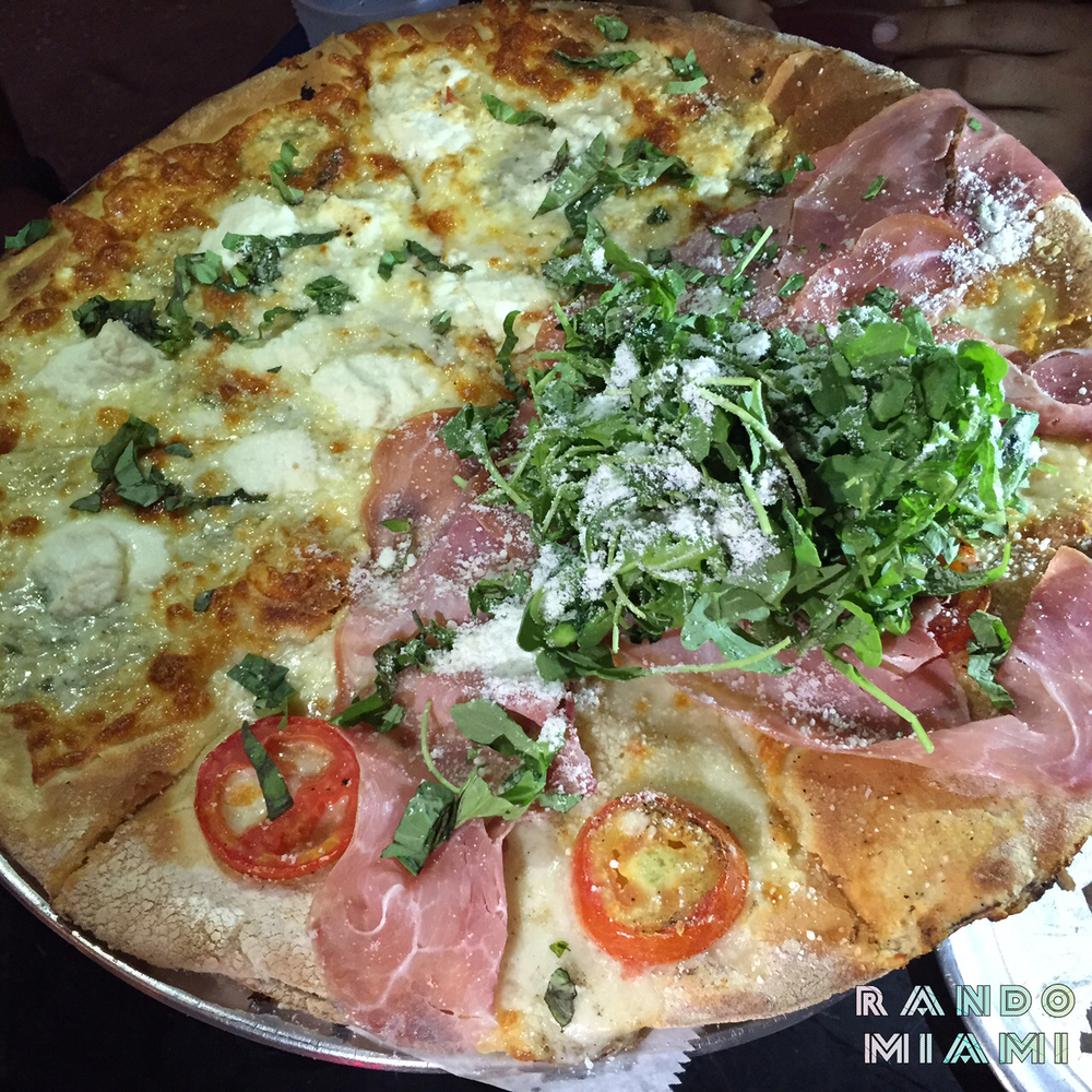 Quattro formaggi &Prosciutto pizza