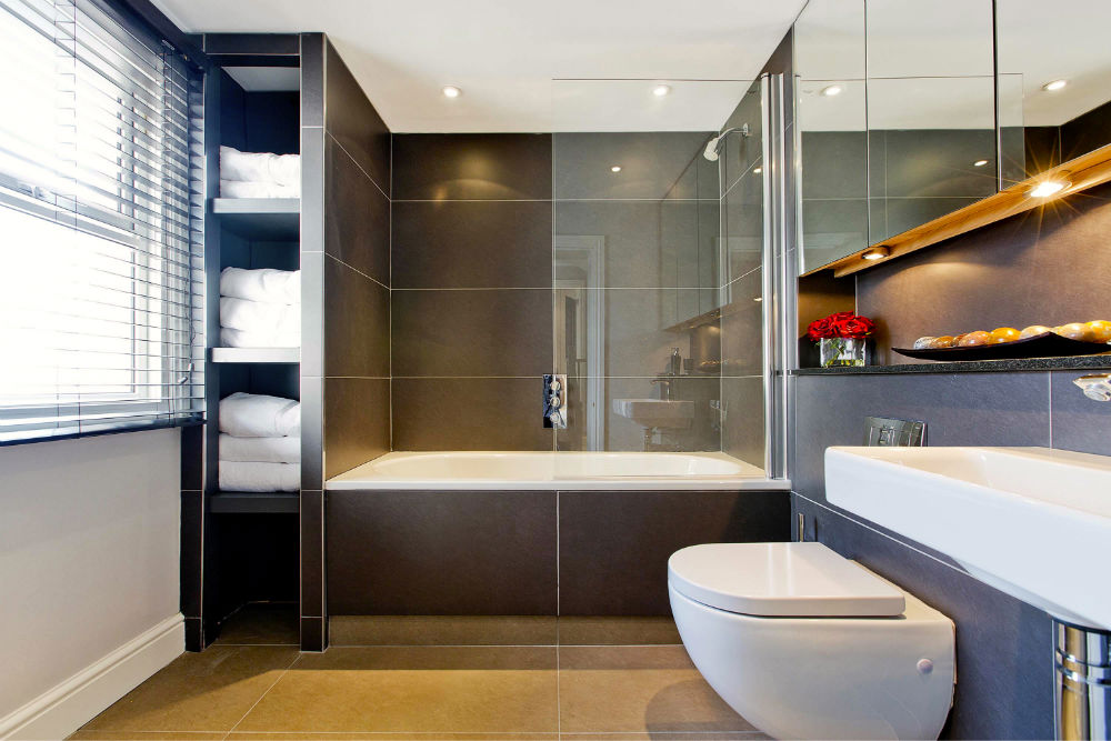 Luxurious-Modern-Bathroom-in-South-West-London1.jpg