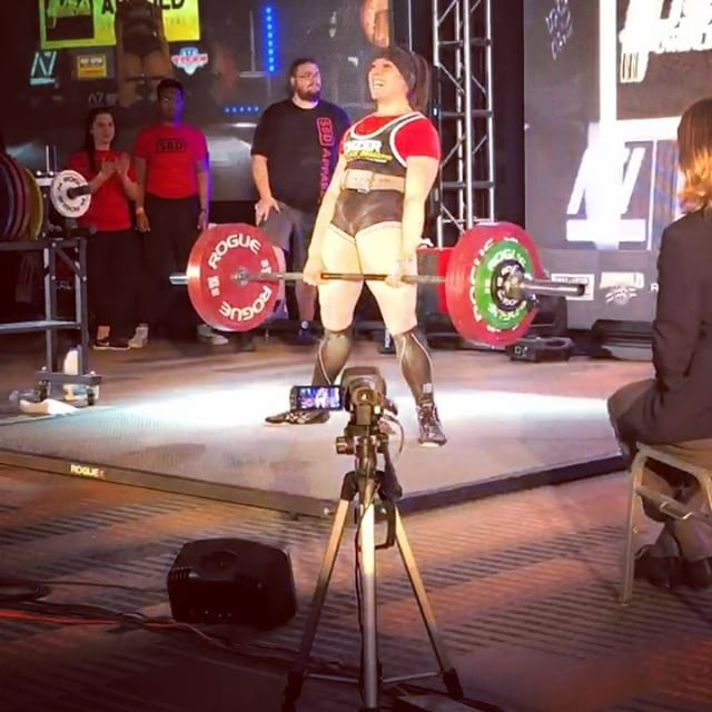 TSA represented well at the Arnold this year. The next few posts will highlight our team's accomplishments. Powerlifting is a grind and requires a immense amount of dedication and determination. Each athlete deserves to be recognized and appreciated. The Arnold is the highlight of some of the best powerlifters. . @rorimegan had an incredible day on the platform. SQ: 155/165/167.5 (2.5kg PR) BN: 110/117.5/120X DL: 185/195/200 (5kg PR) Total: 485kg She was then able to overcome missing 120kg during the Pro/Am and hit it in the pro raw bench. 107.5/115/120 (2.5kg PR) Congratulations @rorimegan . @aydin_tsa @hani_tsa @eric_tsa @bryce_tsa @joe_tsa