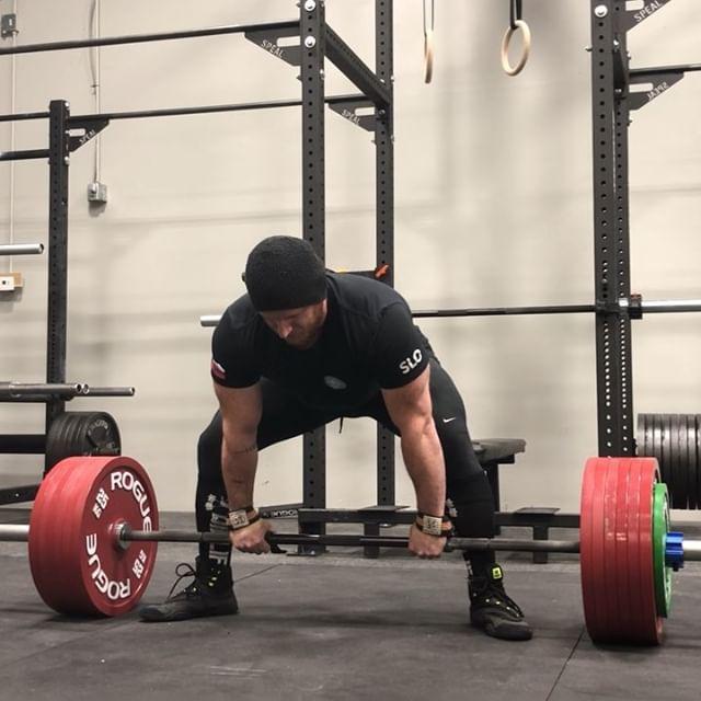 Little training sesh at @elevatebarbell, loving it here more and more. Deadlift single at 750, belt squats x10@8, and CGBP x10 at 275 😋😋 @natalie.907 @eric_tsa @joe.greene91 team squad @helms3dmj coach squad