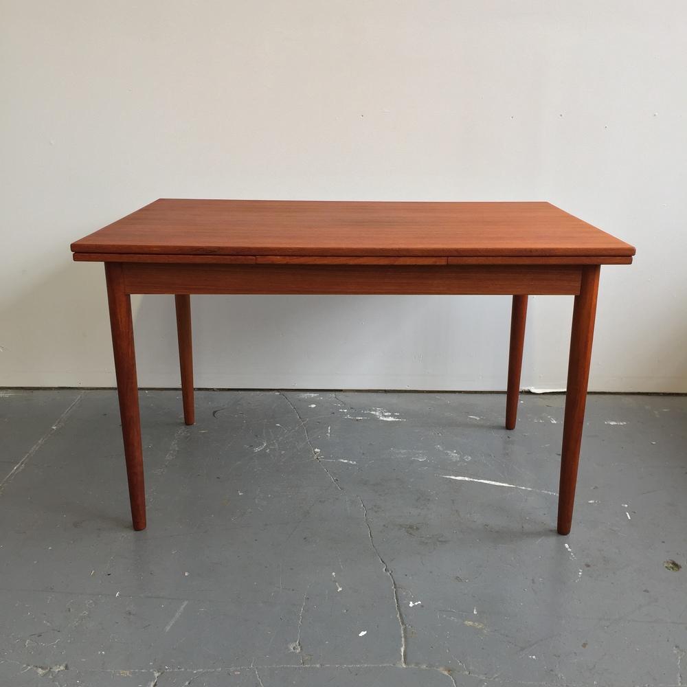 Superbe Vintage Danish Modern Teak Farstrup Dining Table
