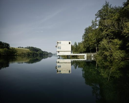51f9ee5ae8e44e6257000212_lake-rotsee-refuge-afgh_9141823393_af844a9a82_o-528x422.jpg