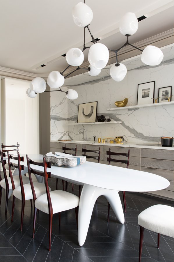 modern-kitchen-eat-in-oval-table-modern-light-marble-slab-backsplash-cococozy-damienlangloismeurinne.png