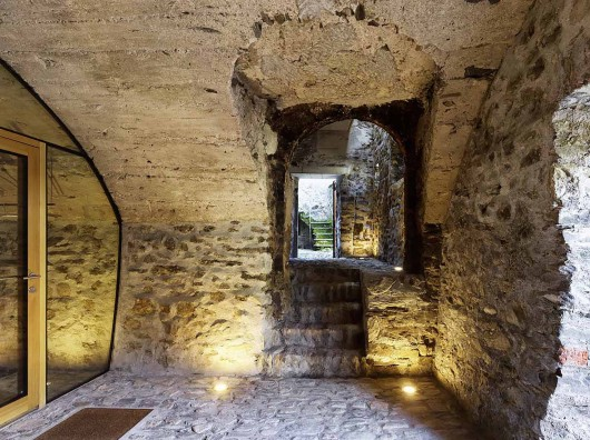 543dd589c07a802a69000254_stone-house-transformation-in-scaiano-wespi-de-meuron-romeo-architects_1430_cf029799-530x396.jpg