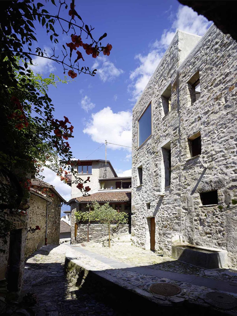 543dd5cac07a80762d00024d_stone-house-transformation-in-scaiano-wespi-de-meuron-romeo-architects_1430_cf030264_r.jpg
