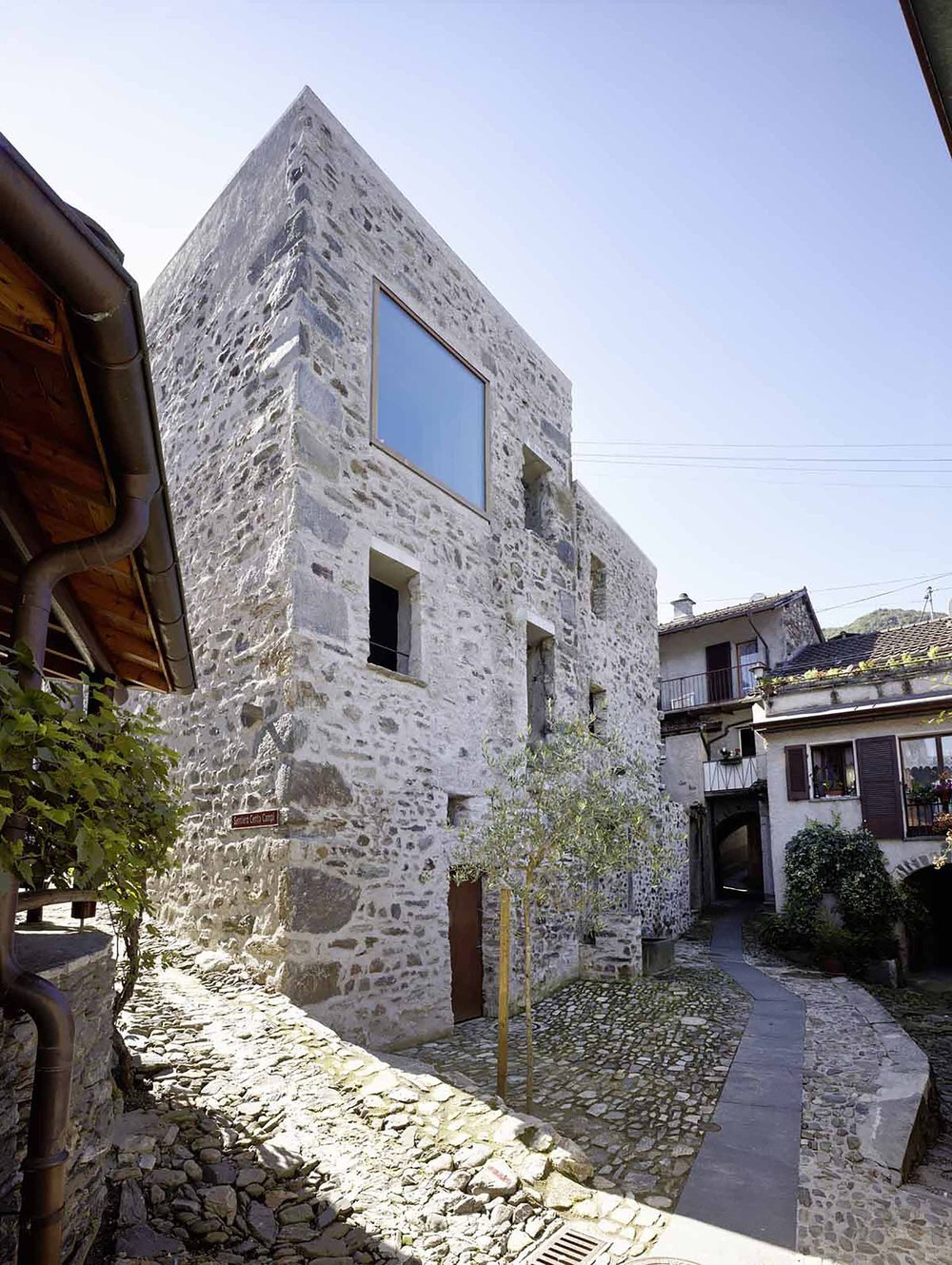 543dd585c07a80762d00024a_stone-house-transformation-in-scaiano-wespi-de-meuron-romeo-architects_1430_cf029706.jpg