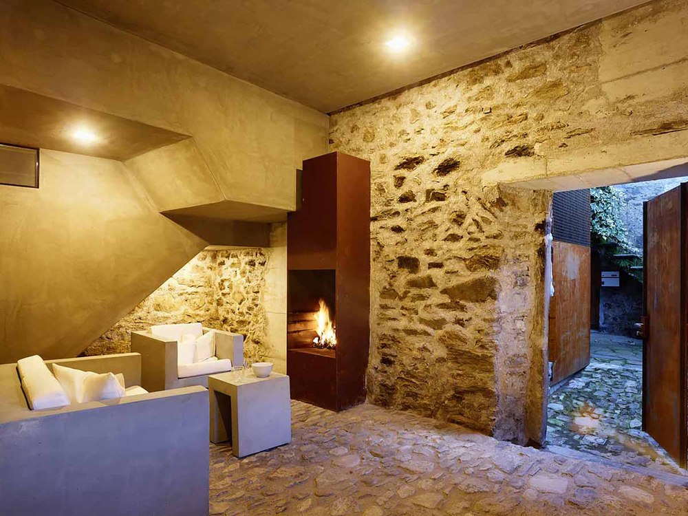 543dd609c07a802a69000259_stone-house-transformation-in-scaiano-wespi-de-meuron-romeo-architects_1430_cf030986.jpg