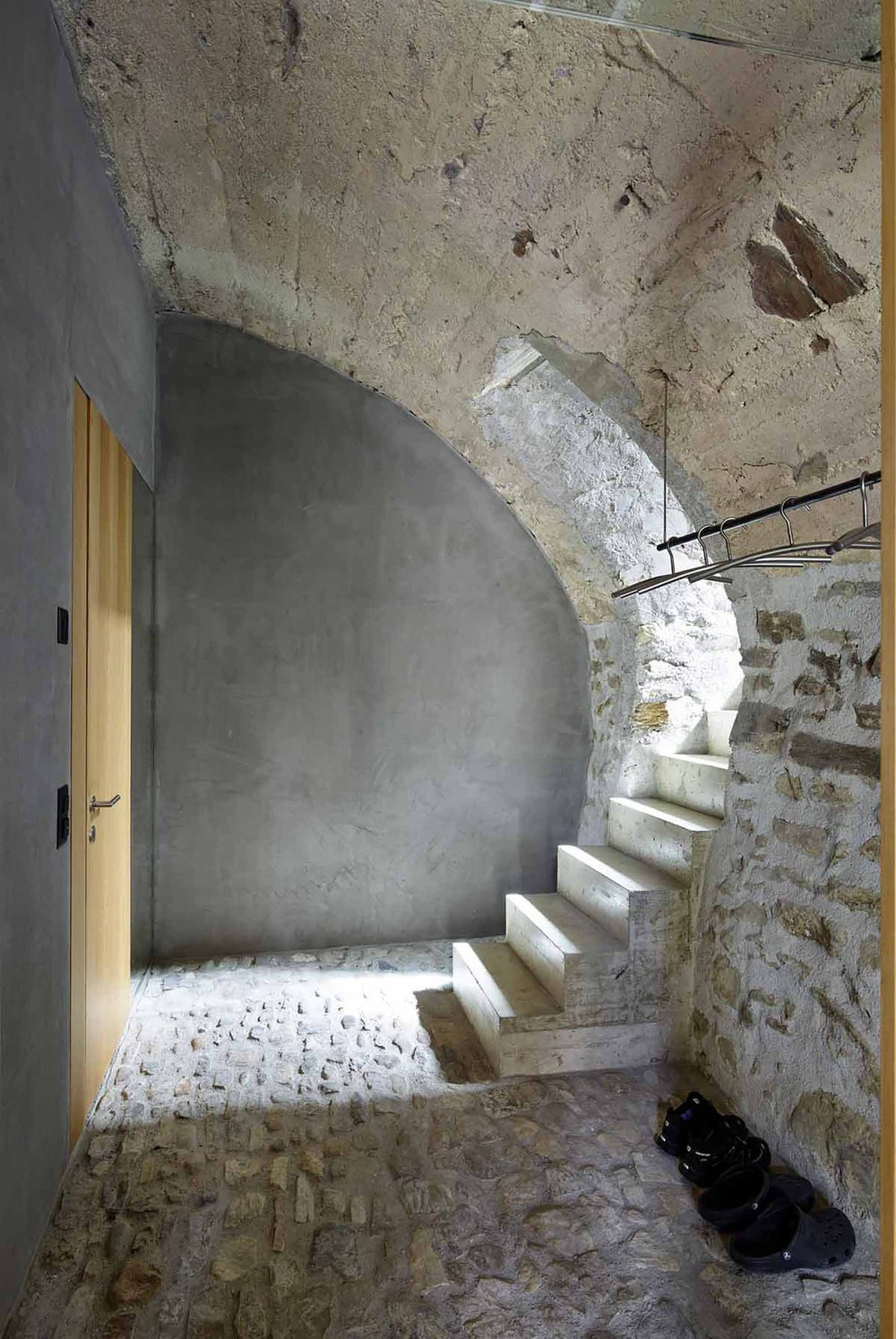 543dd679c07a80762d000254_stone-house-transformation-in-scaiano-wespi-de-meuron-romeo-architects_1430_cf031653.jpg