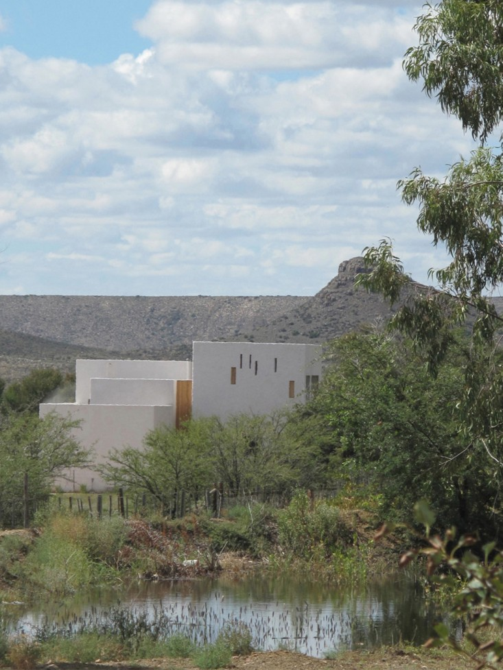 Swartberg-House-by-Openstudio-Architects-Great-Karoo-South-Africa-Remodelista-08.jpg