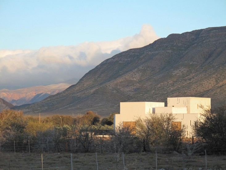 Swartberg-House-by-Openstudio-Architects-Great-Karoo-South-Africa-Remodelista-06.jpg
