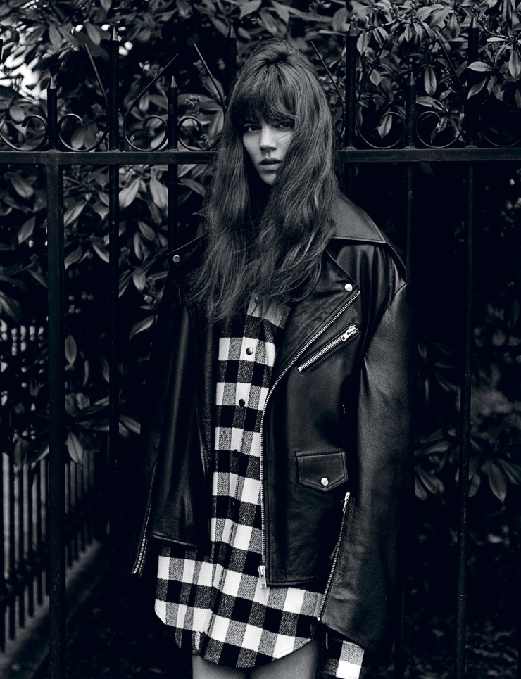 freja-beha-erichsen-by-alasdair-mclellan-for-i-d-magazine-summer-2015-3.jpg