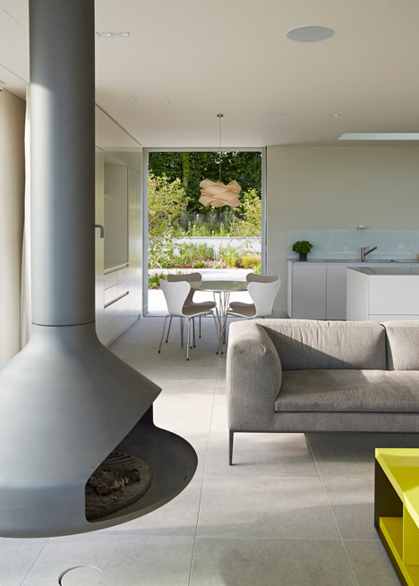 Sussex-House-by-Wilkinson-King-Architects_dezeen_468_3.jpg