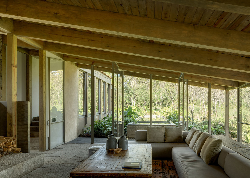 santana-house-cc-arquitectos-valle-de-bravo-mexico-city_dezeen_1568_1.jpg