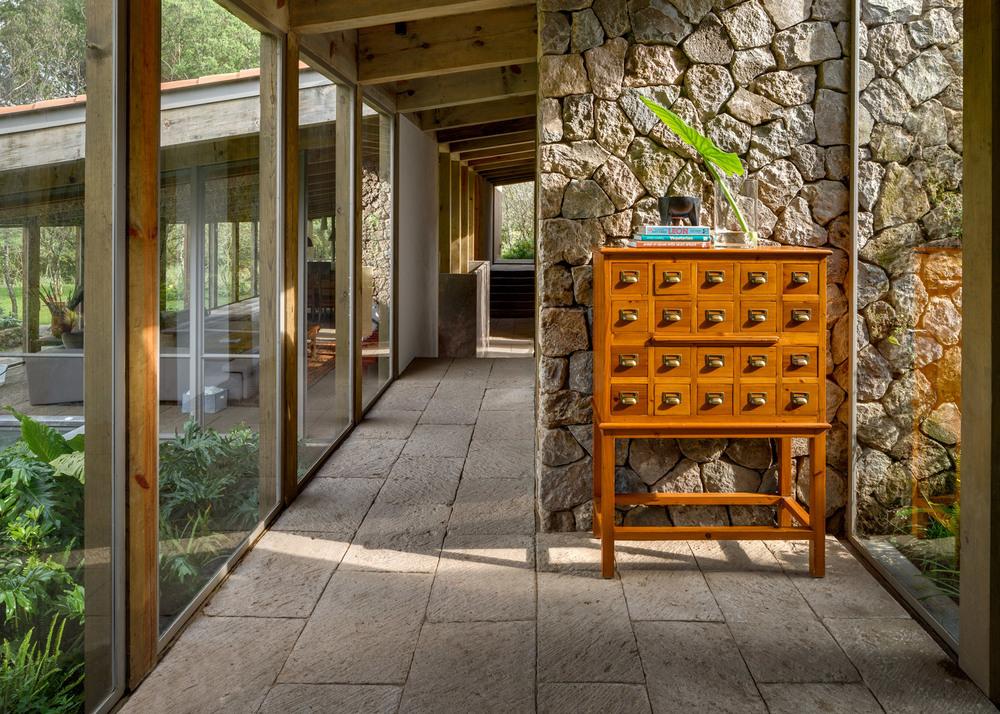 santana-house-cc-arquitectos-valle-de-bravo-mexico-city_dezeen_1568_0.jpg