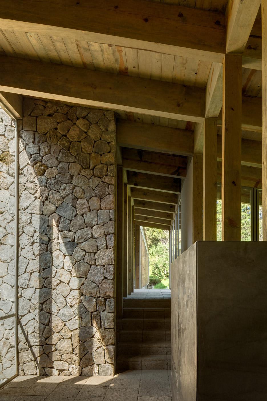 santana-house-cc-arquitectos-valle-de-bravo-mexico-city-_dezeen_936_0.jpg