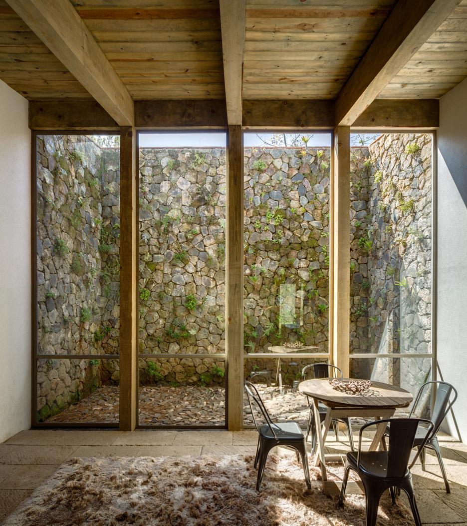 santana-house-cc-arquitectos-valle-de-bravo-mexico-city-_dezeen_936_4.jpg