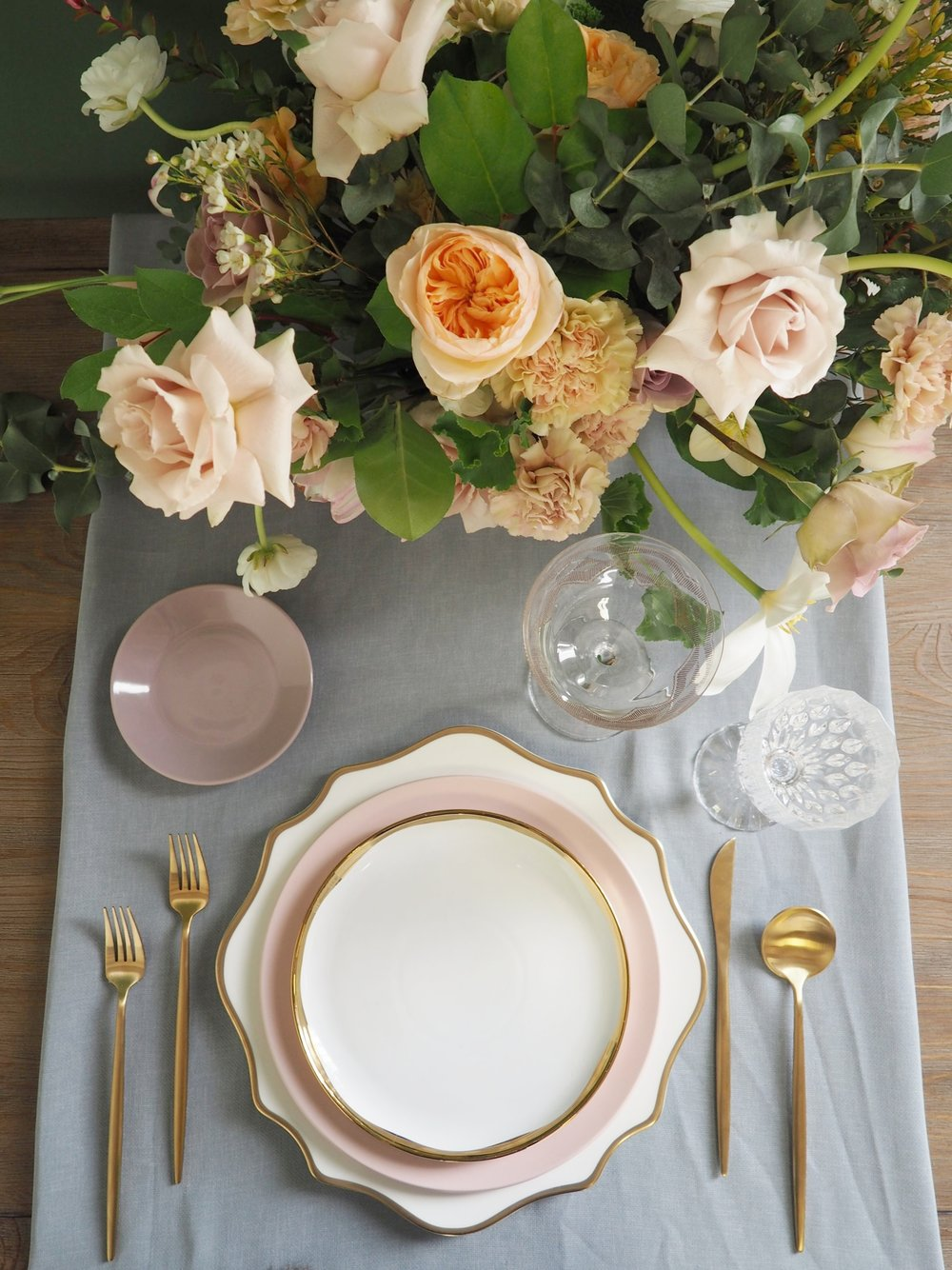 Eclectic Crystal Goblet, Etched Gold Coupe, Gold Flatware, Aura Scalloped Gold Charger, Blush Dinner Plate, Aura White & Gold Salad Plate, Mauve B&B plate