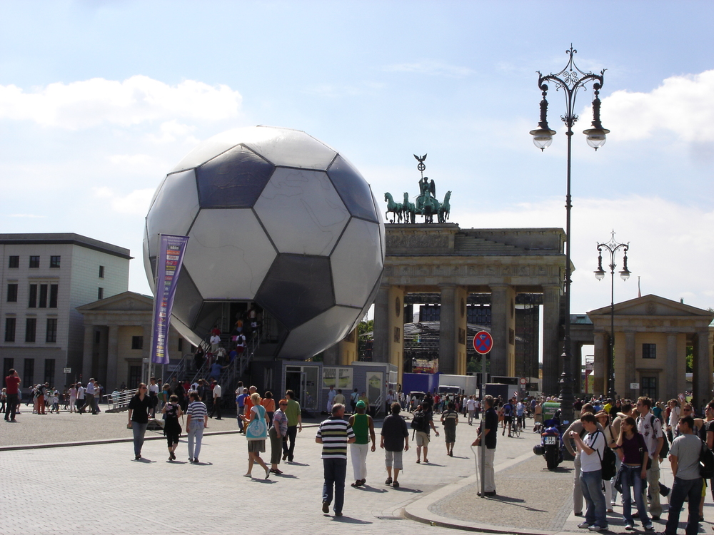 Football and Brandenburger Tor.jpg