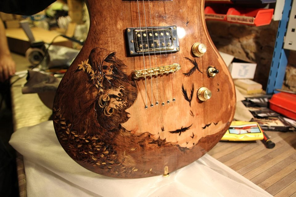 Custom 77 - Pyrography on guitar