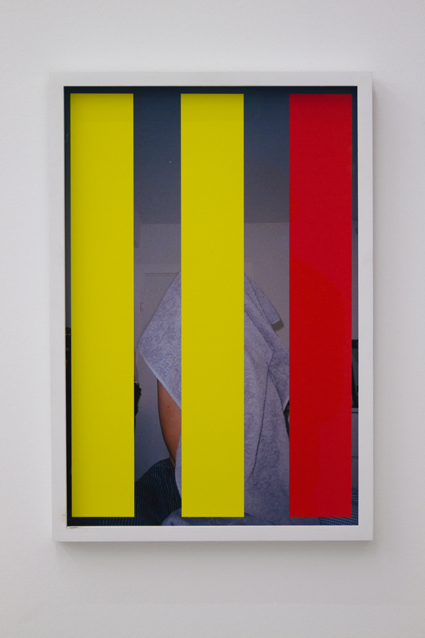 Anne hiding, 2011. 51,5 x 35 cm. Inkjet print in custom frame. Edition of 2 + 1 ap.