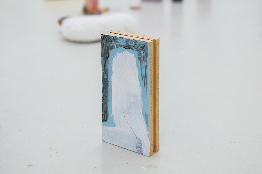 Untitled Magni Borgehed Gesso on ceramics 19,5x9,5x3 cm