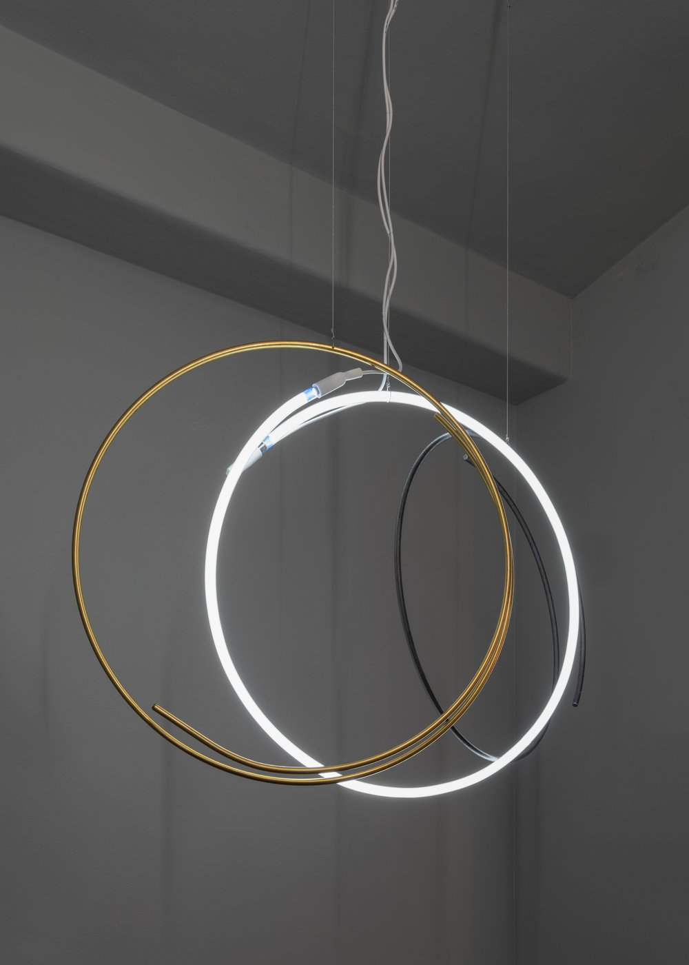 CERCLES LAITON, 2019 60 x 80 x 60 cm Steel, brass, neon