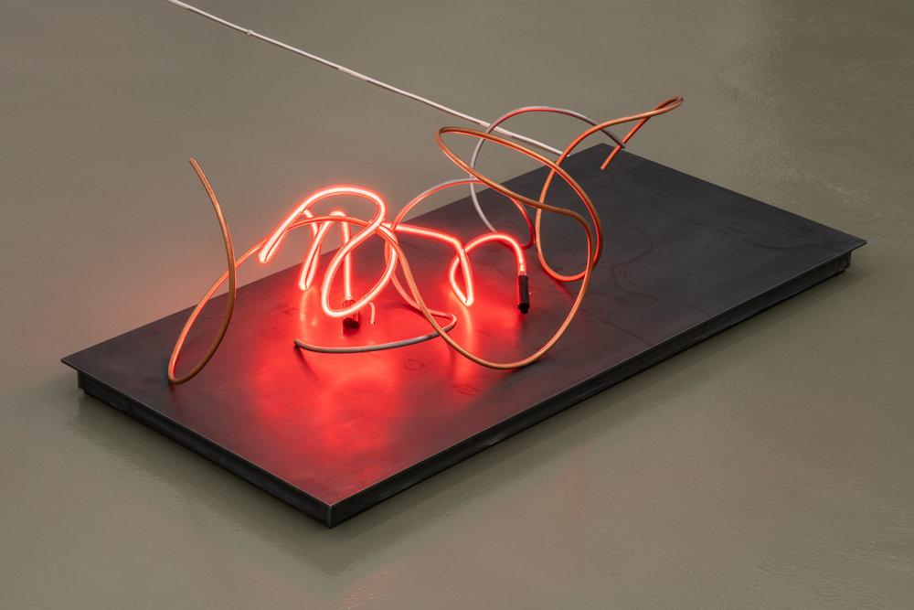 MOUVEMENT HORIZONTAL, 2019 110 x 52 x 35 cm Steel, copper, neon