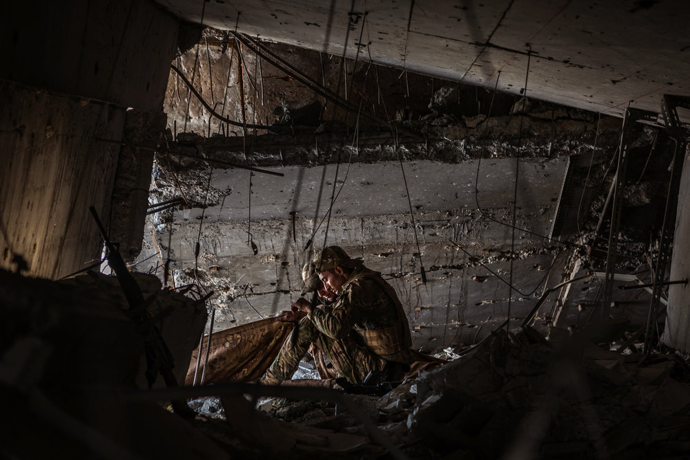 Members of the Iraqi army prepare a sheet to block the view of an ISIS sniper during an operation to reclaim the last remaining districts of western Mosul from the Islamic State.