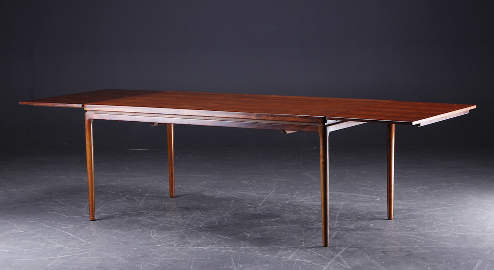 C Linneberg 1962 dining table3.jpg
