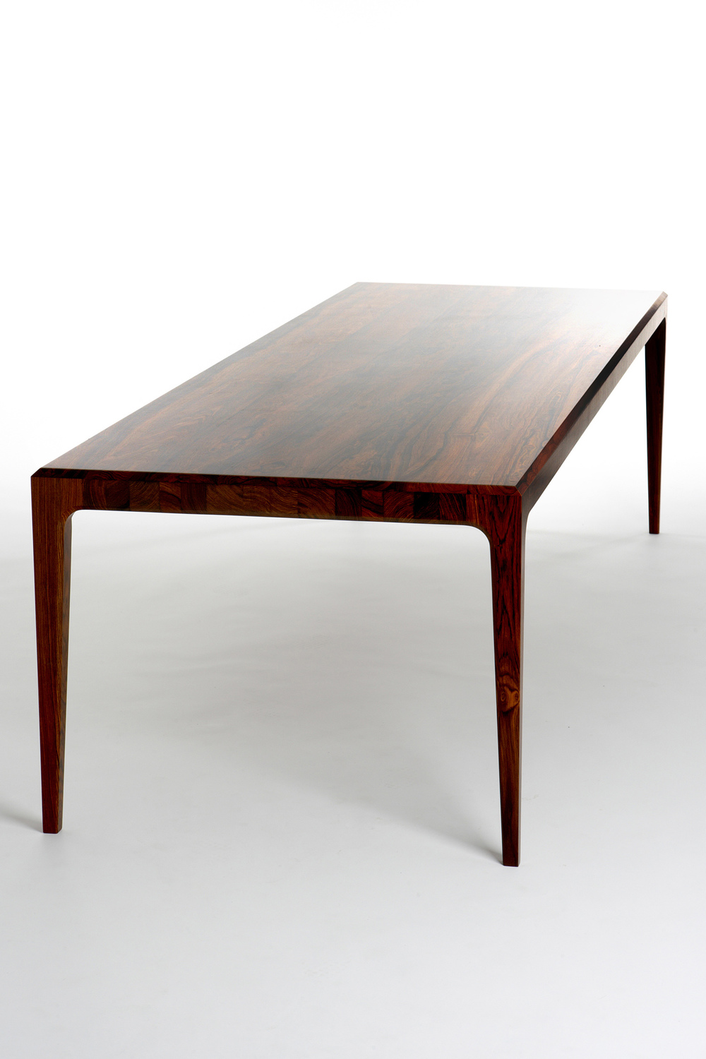 PD60 dining table1_resize.jpg