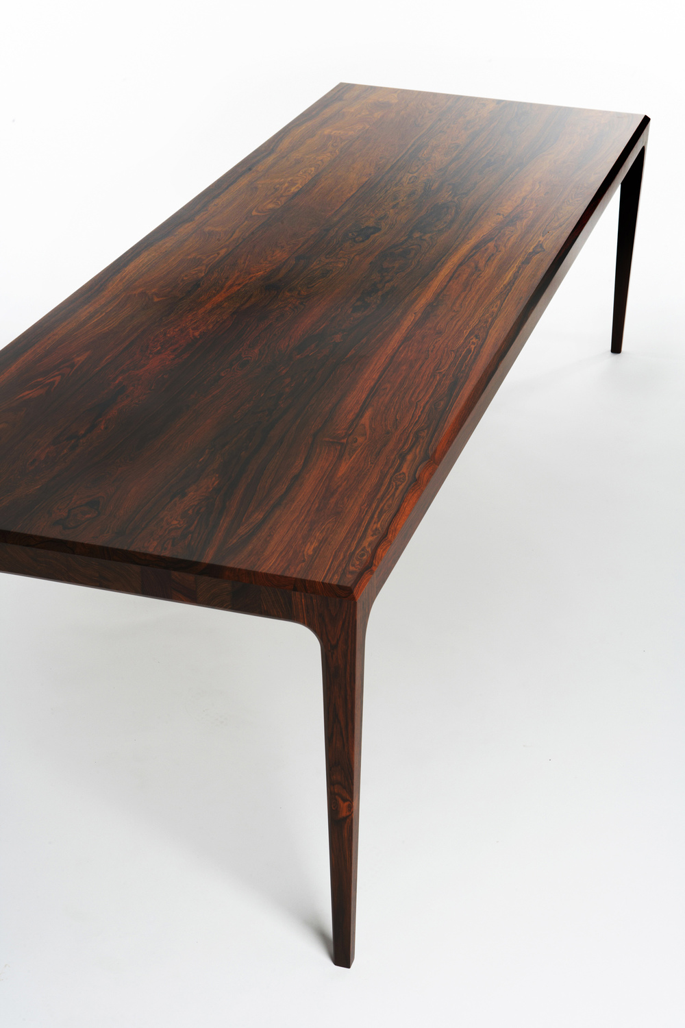PD60 dining table2_resize.jpg