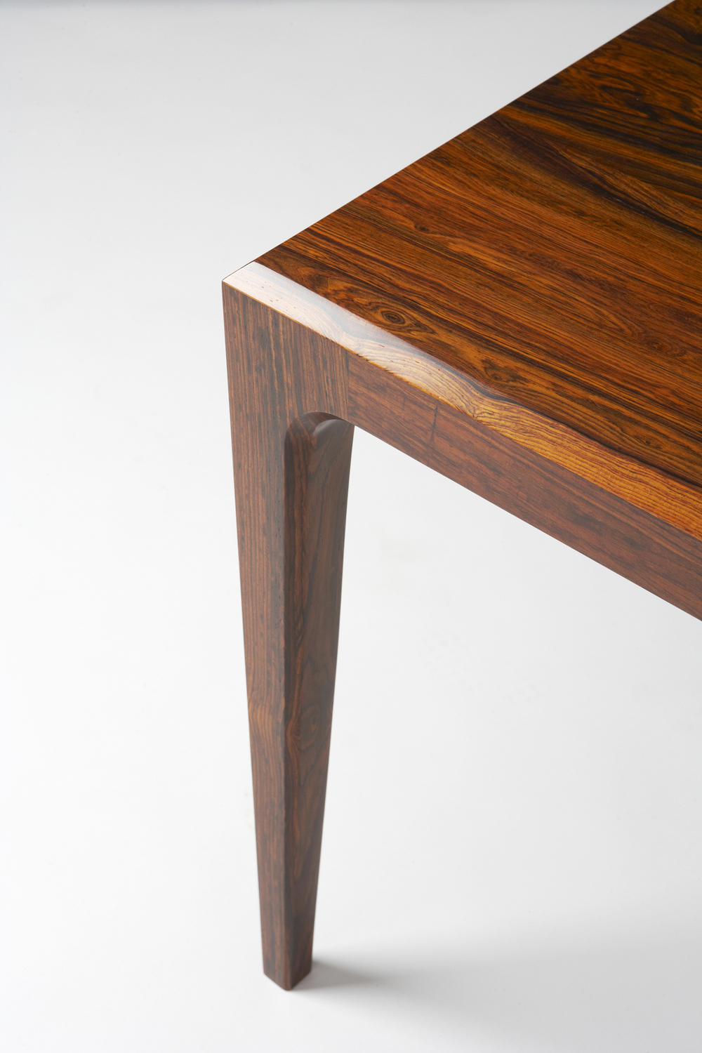 PD60 dining table3_resize.jpg