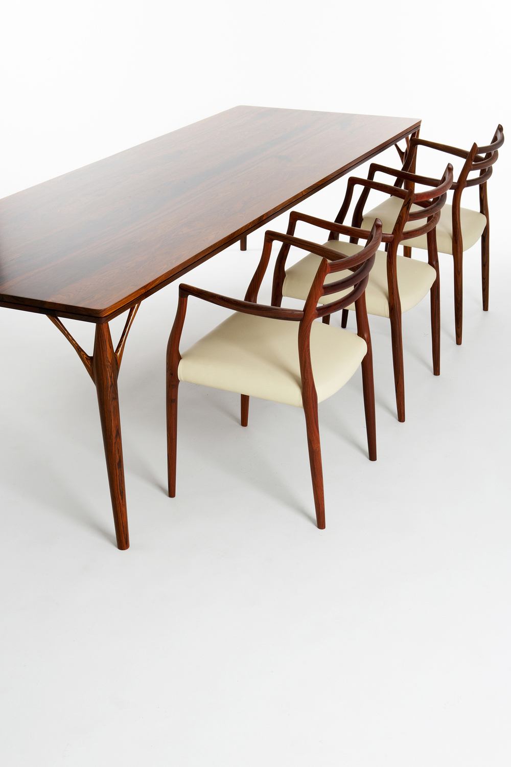PD55 dining table4_resize.jpg