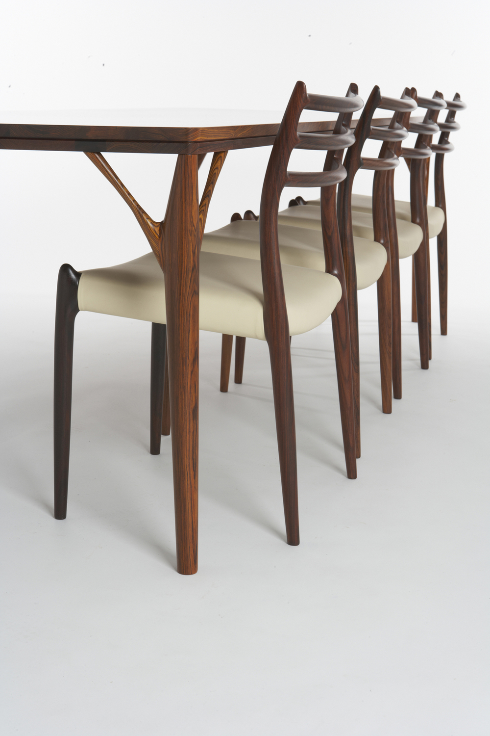 PD55 dining table5_resize.jpg
