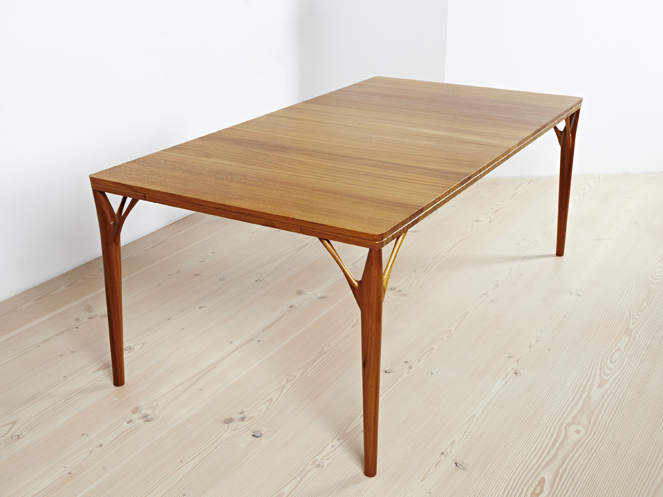 PD 55 Dining Table in Solid Teak